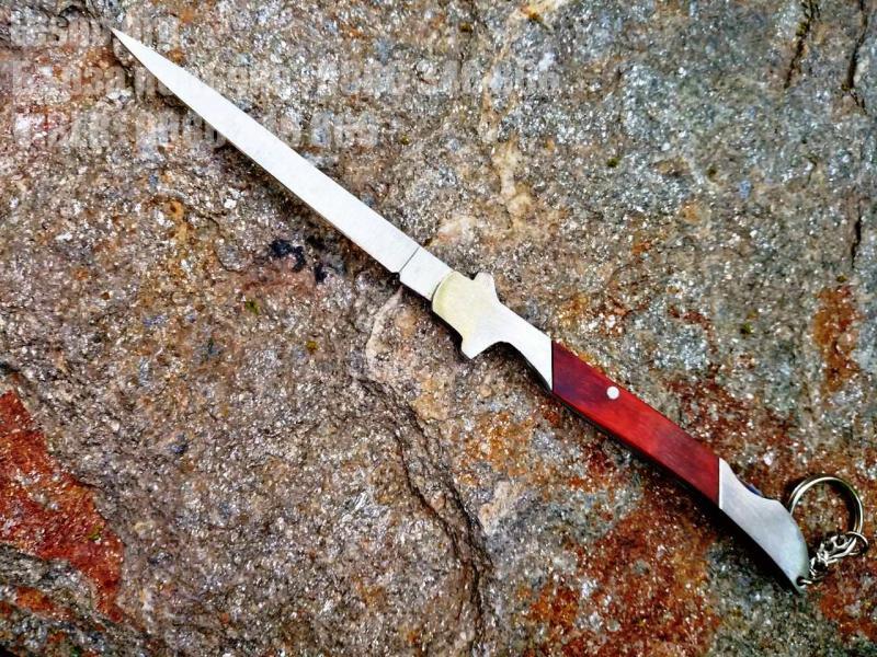 Джобен малък нож с блокираща пластина отгоре на дръжката