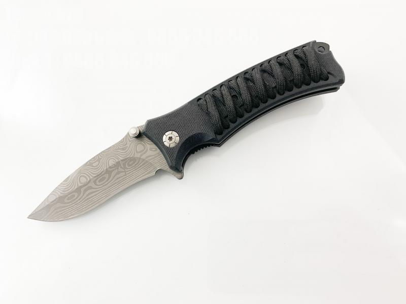 Сгъваем нож с релефна пластмасова дръжка с оплетена връв