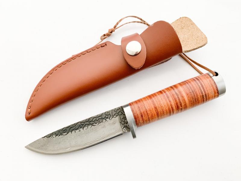 Ръчно кован ловен нож за дране  със шарка имитираща дамаска стомана
