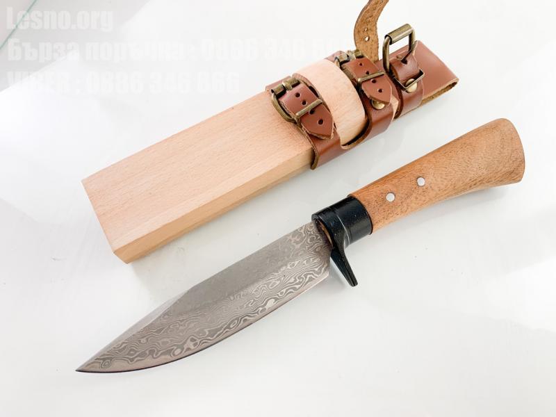 Ловен боен  нож ръчно кован със шарка имитираща дамаската стомана сандалово дърво