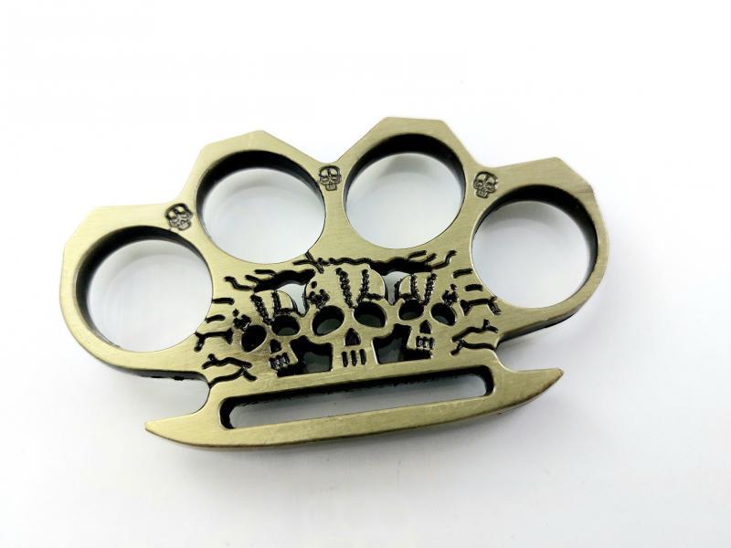 Масивен голям метален бокс за колекция златист цвят инкрустирани черепи