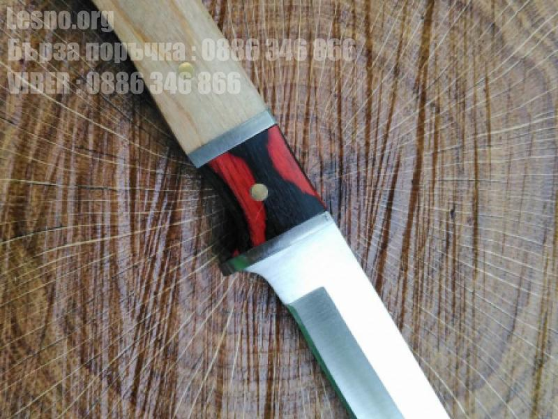 Малко ловно ножче с дървена дръжка и калъф за носене на колана
