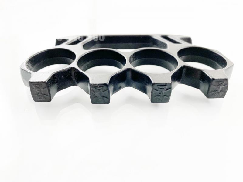 Масивен метален бокс черен с кръстове