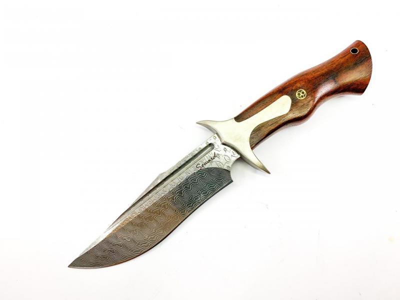 Ловен нож ръчно направен от дамаска японска стомана - кожен калъф инкрустиран с кръст