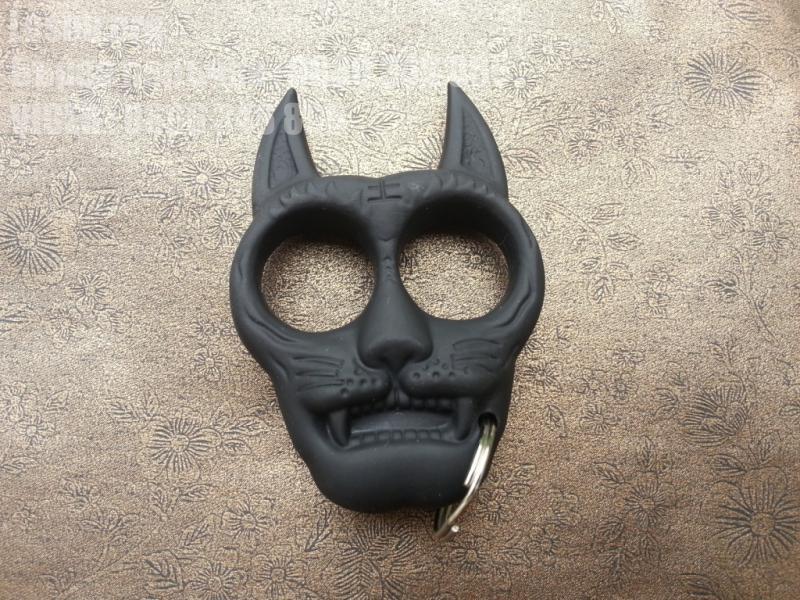 Бокс - тип ключодържател форма на куче черен,метален с каучуково покритие.