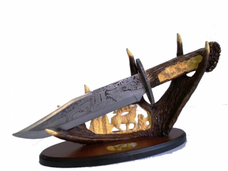Колекционерски нож с атрактивен и впечатляващ дизайн