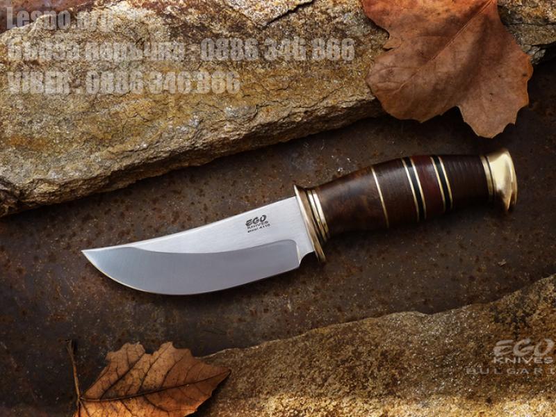 Прецизно направен ловен нож с дръжка  изработена от корен на орех, кожа и бронз