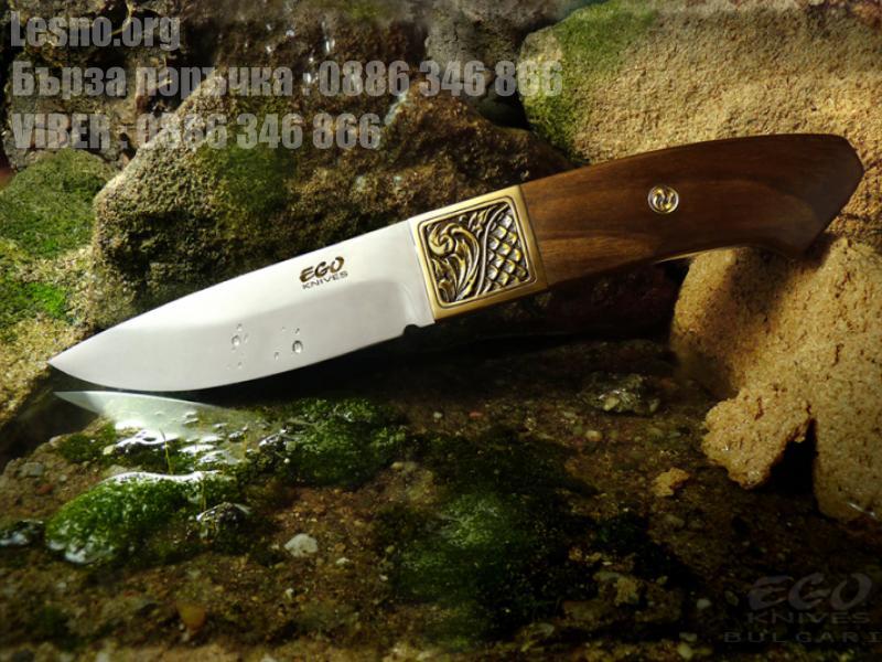 Ловен нож с изчистении линии с инкрустиран бронзов гард - флорални мотиви